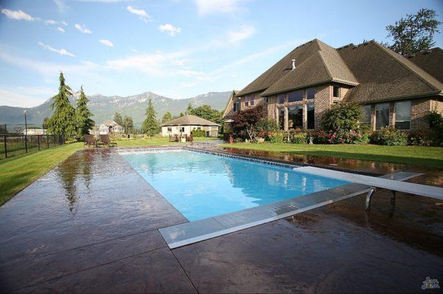 Luxor Deep, lyxpool, lyxig pool, glasfiberpool, hållbar pool, utepool, stor pool, djup pool