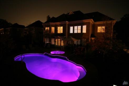 San Juan glasfiberpooler Atlantic i mörkret med LED belysning, ljusshow i pool